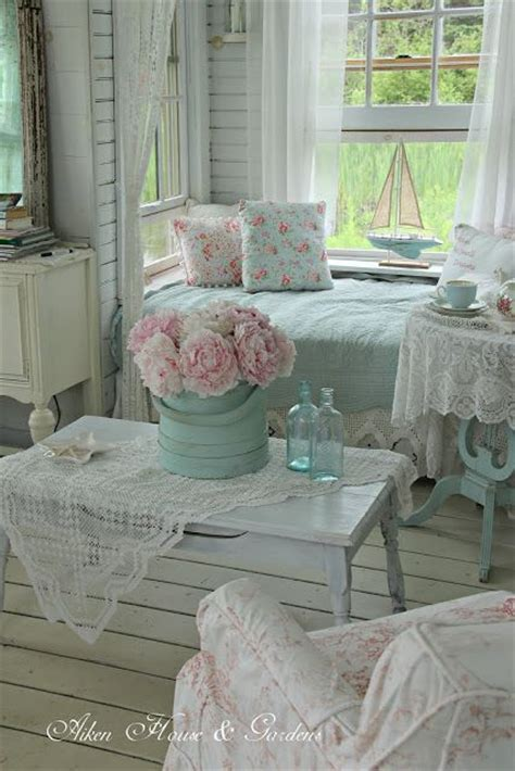 cottage shabby chic 17 best ideas about shabby chic cottage on