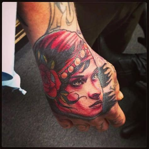 hand tattoo friendly jobs gypsi hand job by raphael barros tattoonow