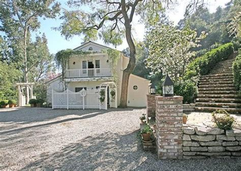 taylor swift house beverly hills taylor swift buys beverly hills home photos realtor com 174