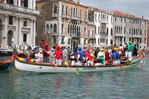 living on a boat in venice venice carnival water parade
