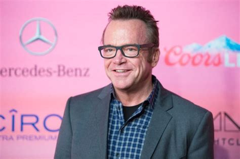 tom arnold best damn sports show tom arnold claims he has tapes of trump being vulgar ny