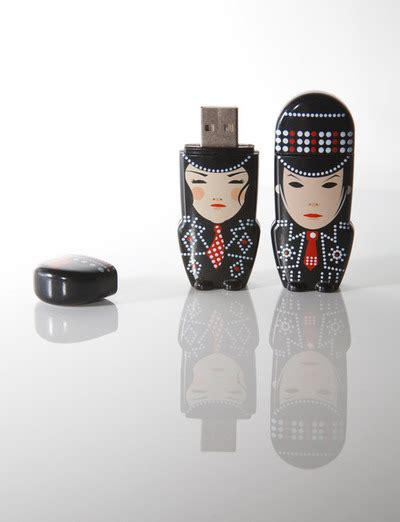White Stripes On Usb by Stanley Chow Ilustraciones Vectoriales Pisito En Madrid