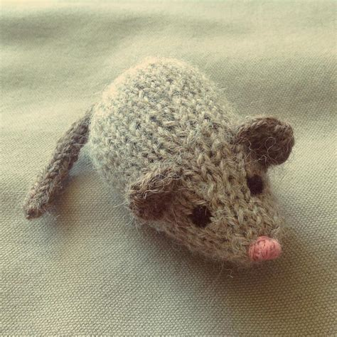 mouse knitting pattern jingle mouse cat by dooley and spud knitting pattern
