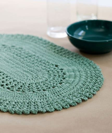 Crochet Table Mats - dress up your table with these stylish crochet placemats