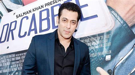 film terbaru salman khan takut kalah dari raees shahrukh khan salman khan tunda