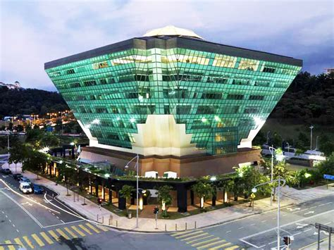 iconic design adalah evaluating green building s satisfaction level with poe