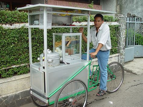Panci Es Tung Tung file travelling meatball vendor on bike jpg