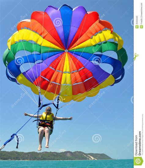 parachute 1 eleve jeune femme pilotant le parachute ascensionnel 233 lev 233 photos stock image 29459493