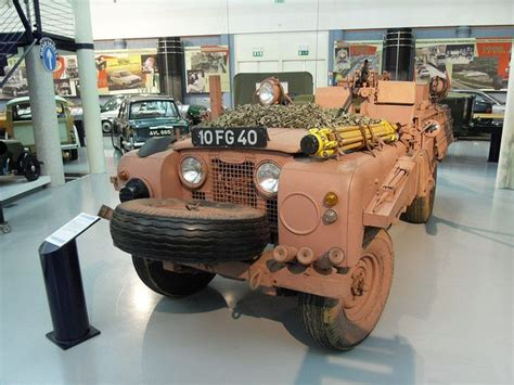 sas land sas pink panther land rover i doubt those are the tires