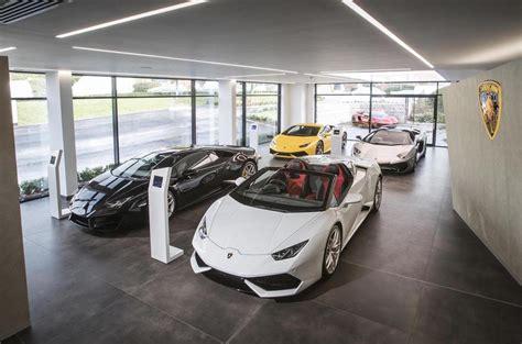 Lamborghini Showroom Uk 2018 Lamborghini Urus Suv Launch Triggers New Corporate