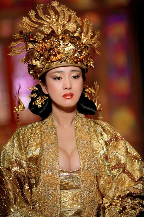 chinese film golden flower curse of the golden flower 2007 directed by zhang yimou
