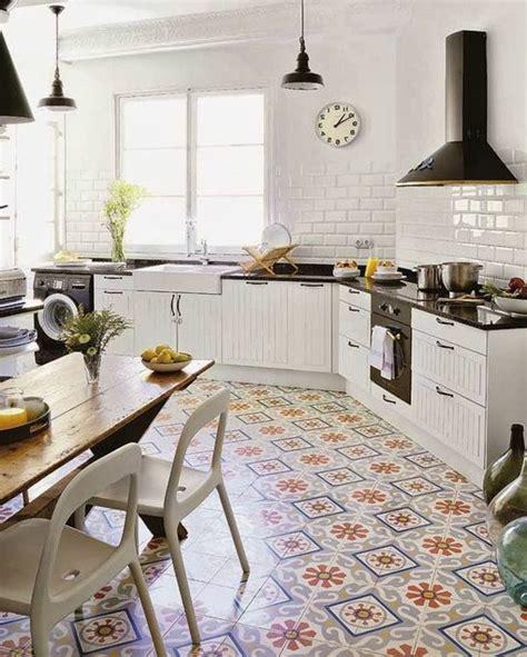 Charmant Decorer Cuisine Toute Blanche #2: Ordinaire-decorer-cuisine-toute-blanche-0-comment-d233corer-avec-le-carrelage-ancien-62-photos-pour-700x874.jpg