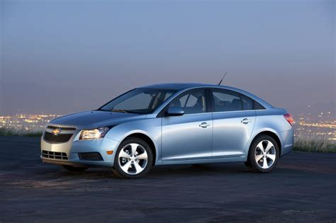 buick cruze buick regal chevrolet cruze receive canadian honors gm