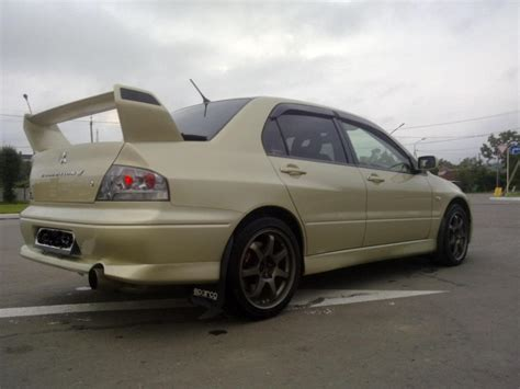 mitsubishi evolution 2002 2002 mitsubishi lancer evolution photos 2000cc gasoline
