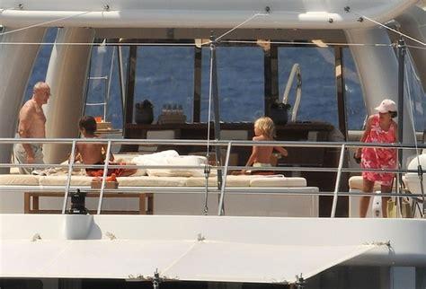 boats online genesis phil collins on a yacht genesisfan