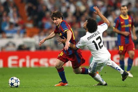 pelanggaran syariat  lapangan sepak bola