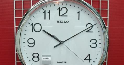 jam dinding sakana putih chrome diameter 40cm melodi per jam 1 seiko original jam dinding seiko qxa041s