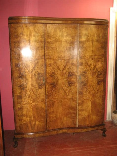 1930s Wardrobe by 1930 S Walnut Sepentine Front Wardrobe Antiques Atlas