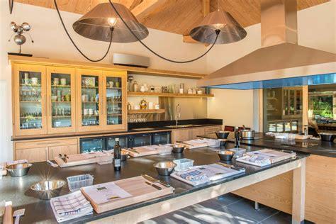 cours de cuisine vaucluse ch 226 teau h 244 tel vaucluse restaurant ch 226 teau de massillan