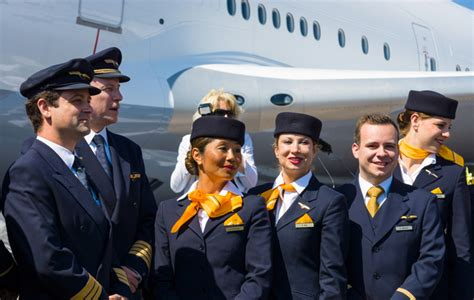 lufthansa cabin crew lufthansa cabin crew www imgkid the image kid has it