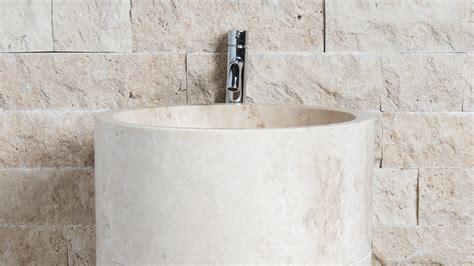 lavabo in travertino per bagno lavabo freestanding in travertino quot colonna quot pietre di