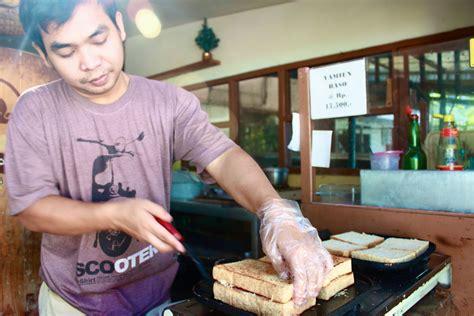 kuliner bandung berburu sarapan  roti gempol bhella