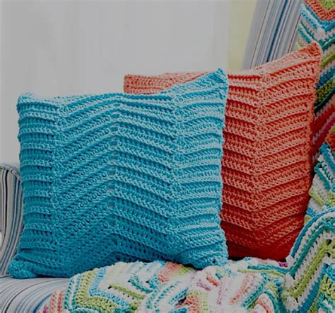 Crochet Zig Zag Pillow Pattern | zig zag pillows crochet pattern favecrafts com