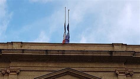 consolato francese a bologna napoli omaggio a megalizzi bandiera a mezz asta su