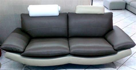divani in pelle scontati promozione coppia divani moderni in pelle divani a