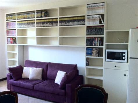 divano libreria libreria dietro divano idee per il design della casa