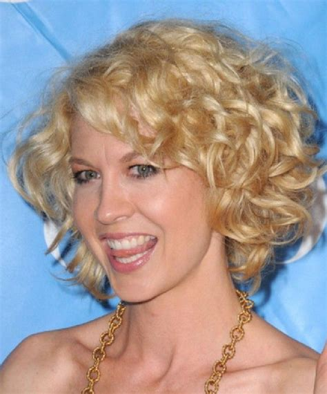 short and blonde thats what i need haircut and color short blonde curly hairstyles for women see best ideas