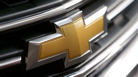 gm tells suv owners to keep cars outside due to fire risk autoweek general motors recalls about 32 000 suvs tells owners not to use windshield wipers ctv news