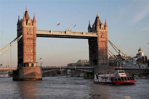 thames river cruise chagne and canapes sparkling 2 hour river thames sunset cruise in london