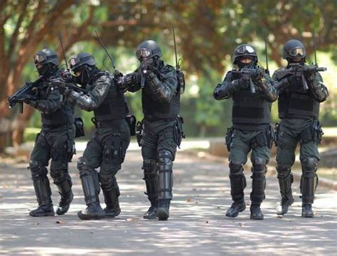Kaos Sat Gultor 81 Kopassus sat 81 operators armed with hk mp5 sat 81 gultor is a special ctu of kopassus