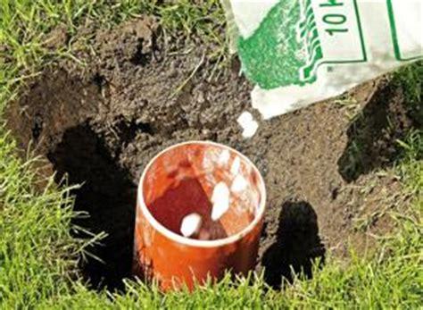anleitung fundament fuer zaunpfosten betonieren diy info