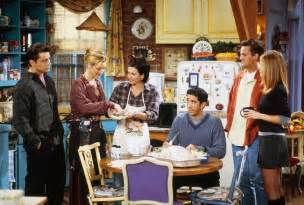 friends tv show thanksgiving 25 ways friends would have been different if it had