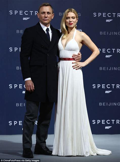 lea seydoux spectre white dress l 233 a seydoux displays plenty of cleavage with daniel craig