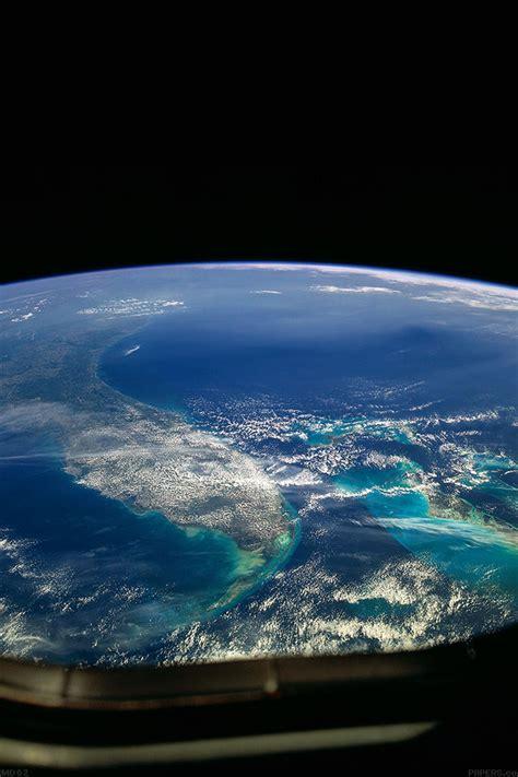 freeios md wallpaper alien view  earth space