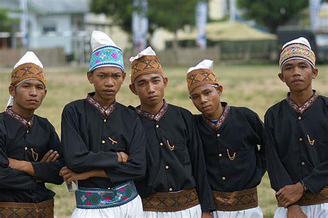 Baju Adat Suku Flores indonesia 68 pakaian adat nusa tenggara timur 171 benyamin lakitan