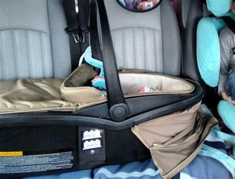 im auto schlafen tipps lange autofahrten mit baby und kleinkind tipps und