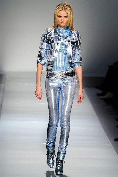 futuristic style future girl future fashion silver clothing futuristic