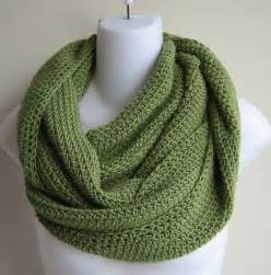 How To Knit An Infinity Scarf Scrolling Infinity Scarf Green Avocado