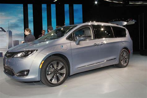 chrysler made in detroit chrysler drops price on all new pacifica