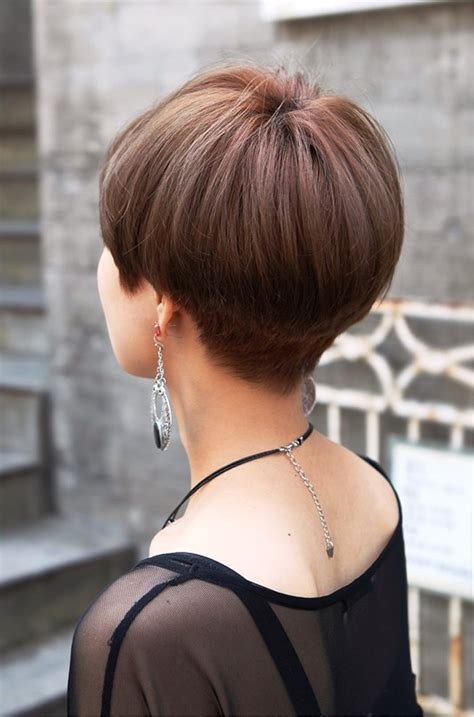 photos of the back of a haircut with a w neckline pictures of back view of cute short japanese haircut