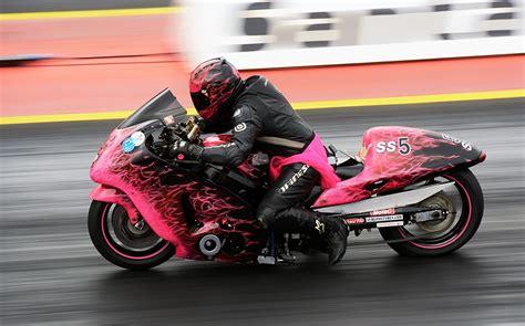 Motorrad Fahrer by Foto Drag Racing Motorrad Rosa Farbe Motorradfahrer