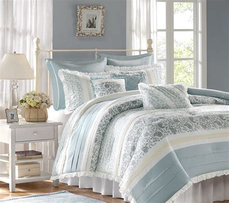 comfy bedding sets choosing a comfy bedding duvet or comforter for your bed