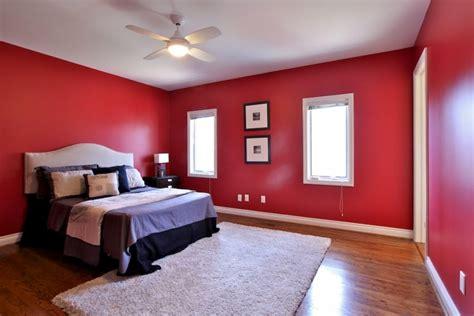 pilih  kombinasi warna cat  biar rumah  terlihat