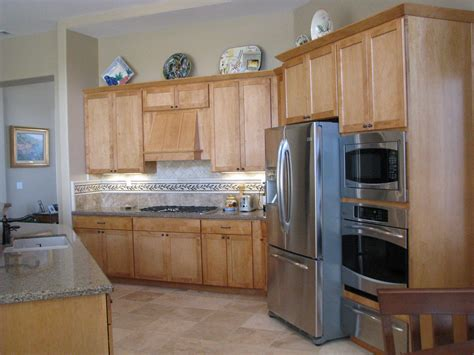 Backsplash With Maple Cabinets by Room Bedding