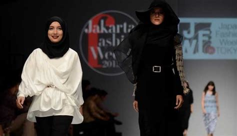 Baju Karakter Plus Topeng indonesia fashion week 2016 jenahara terinspirasi zorro