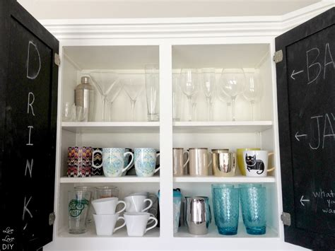 livelovediy how to paint kitchen cabis in 10 easy steps paint kitchen cabinets white in cabinet livelovediy 10 ways to organize your life